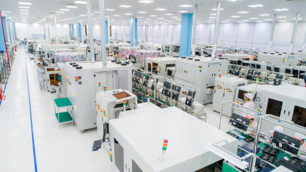 Dây chuyền sản xuất Nhà máy sản xuất thiết bị điện tử thông minh VinSmart được đầu tư công nghệ hiện đại hàng đầu thế giới