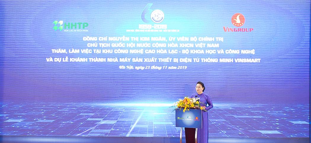 Bà Nguyễn Thị Kim Ngân, Ủy viên Bộ Chính trị, Chủ tịch Quốc hội phát biểu trong Chương trình Thăm, làm việc và dự Lễ khánh thành Nhà máy sản xuất thiết bị điện tử thông minh VinSmart tại Khu Công nghệ cao Hòa Lạc