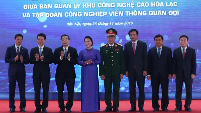 Buổi lễ ký kết dưới sự chứng kiến của Chủ tịch Quốc hội và lãnh đạo các bộ ngành